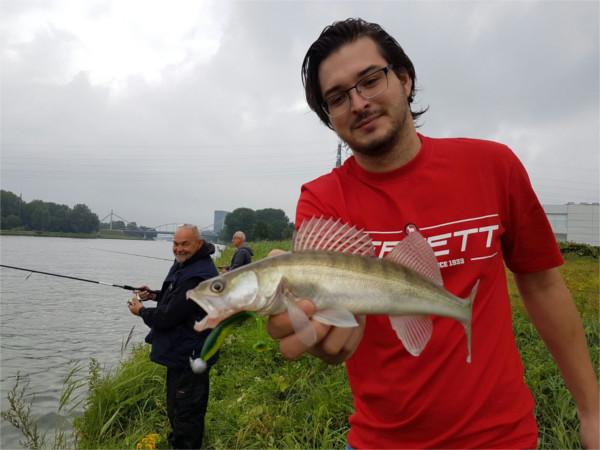 Cursus snoekbaarsvissen vanaf de kant met kunstaas, zaterdag 2 maart - Het duurt niet lang voor de eerste vis op de kant ligt