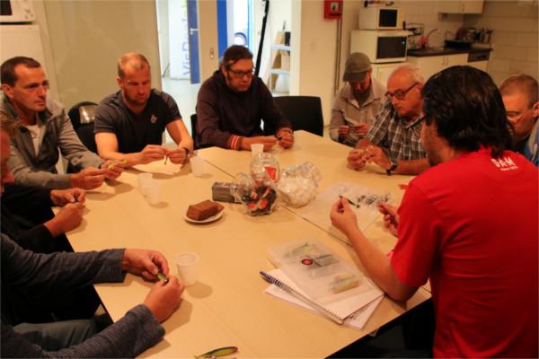 Cursus snoekbaarsvissen vanaf de kant met kunstaas, zaterdag 2 maart - De dag begint met uitleg over het materiaal, kunstaas en het correct monteren van shads op loodkoppen